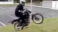 骑车想玩酷别学他