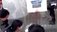 """【拍客】实拍西单苹果店""""果粉""""献花悼念乔布斯"""