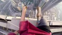 冒险家200层大厦边缘人体旗帜 400米高空挑战极限