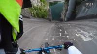 帅毙了 山地车从60多米高近乎垂直的大坝坡面俯冲而下