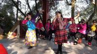 《爱你八年.美我健康》《上集.嗨歌与游戏》南湖社区广场舞队  吴贤斌报道