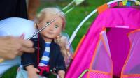 玩娃娃的可爱女孩露营 学习计算玩具的孩子