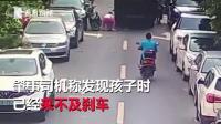 三岁男童突然从电动车上摔落 遭环卫车碾压身亡
