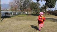 女儿成长点滴:戴上红色拳套喝豆浆03