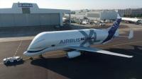 """空客""""超级大白鲸""""运输机顺利完成首飞"""