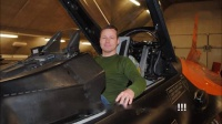 荷兰模友纯手工做的F16涡喷航模_高清
