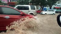 街道成了大河!