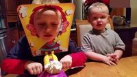 三个熊孩子玩打脸派游戏,感觉好紧脏啊哈哈!