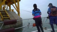 蓝旗鱼路亚 | 重庆兰兰的海水初体验 吃辣的妹子钓海鲈真猛