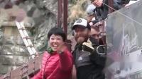 可爱中国大妈玩蹦极听不懂英文 全世界网友笑坏了