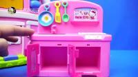 hellokitty很爱干净的,看她在收拾自己的小厨房呢