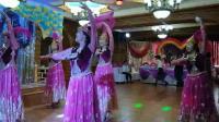 美丽姑娘的新疆群舞