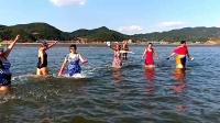 77多吉视频:大鹿岛上快乐的一天