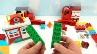 幼儿早教启蒙:用积木动脑筋组装小飞机的停机坪玩具,妈妈我也要