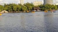 月湖盛园,这么多人划船!