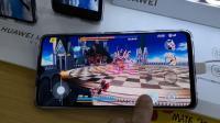 在华为体验店里试玩Mate20、20pro、20X,玩游戏、看视频