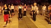 0001.今日头条-姑娘广场教学鬼步舞《足跟开合步》其他人没有学会,70岁大爷会了