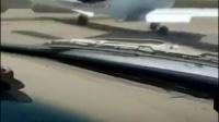飞机迫降高速公路,吓坏路过车辆