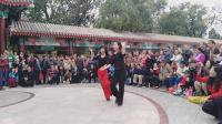 迪迪、颖颖在天津水上公园展示精彩吉特巴(2018.10.21)