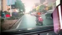 我在交通事故合集20181108: 每天10分钟车祸实例, 助你提高安全意识截了一段小视频