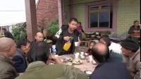 农村四哥:王四吃酒席回来的道上,听见有车按喇叭,急忙喊快停车搞笑视频