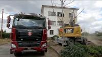 卡特轮式挖掘机装载塔特拉自卸车,砾石运输