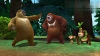 熊出没:光头强和俩狗熊抢垃圾袋,居然玩起了酷跑,太搞笑了!