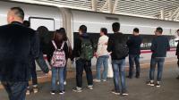 G1013(武汉-深圳北)本务广铁长沙段,搭载CR400AF-A型车底,停靠虎门站4站台(前序G1002)