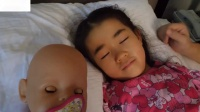 你睡觉宝贝玩在一个梦幻般的苗圃节奏歌曲为孩子们视频