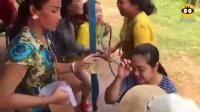 老挝女人很开放!实拍老挝泼水节中的男女,玩起来很尽兴!很搞笑