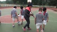 《小足球:腳內側傳球》科學版三年級體育,楊嫚麗