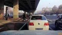 交通事故集锦56助你提高安全意识: 转自交通事故video: 侣途帮