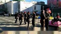2019年1月17日舞友们在中心广场练习水兵舞桥头五套