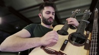 木吉他指弹神童卢卡·斯特里卡诺利演奏的:情不自禁 - 红辣椒