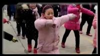 好嗨啊!校长全领全校学生跳鬼步舞:我自学自教亲自上场!太壮观