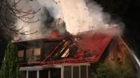 Feuer Einfamilienhaus-Glienicke_Nordbahn-Feuerwehr rettet Hunde
