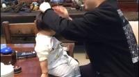 硬核爸爸带孩子 哈哈哈哈哈哈哈笑到头掉... 百思不得姐的微博视频