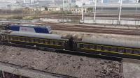 广铁长段的HXD3C型电力机车牵引K932次列车从广州北站通过