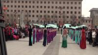 活力佳佳舞蹈队在行政广场表演【旗袍秀】