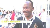 国外街访:回顾世界杯的时候,给世界各地的球迷们试吃小龙虾!