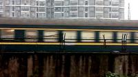 HXD1D0386-K1192次 南宁-南京 新余2站台4道发车并通过新余市人民路立交桥 经典小绿皮 25G宁局南段