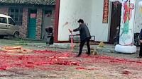新余市渝水区珠珊镇石洲村委上屋村在放鞭炮