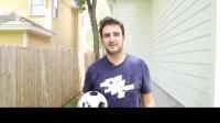 小哥为了记录实验过程,让自己的搭档挑战亚洲杯难度