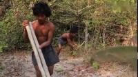 两个男人,不用工具,在野外徒手造了个地下泳池出来