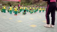晨光幼儿园小一班团体操表演《扭扭体操》
