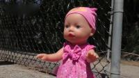 小萝莉戴安娜带着小baby玩滑梯!儿童创意玩具萌宝囧事