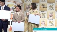 石田ゆり子、透け感レーストップスで大人の白コーデ ゴールドで華やかに