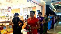 (优酷)6.16宁波鄞州万达广场一片热闹迎来200名旗袍队一展风采!