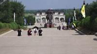 参观成吉思汗陵。