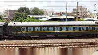 广铁长段的HXD3C型电力机车牵引K194次列车从郭塘站经过